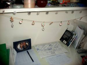 Deck my desk with X-mas sparklies...